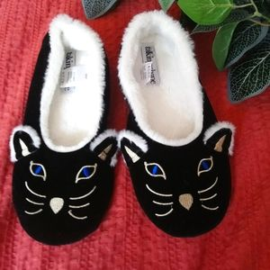 Taking shape Black Cat  slippers size 5-8